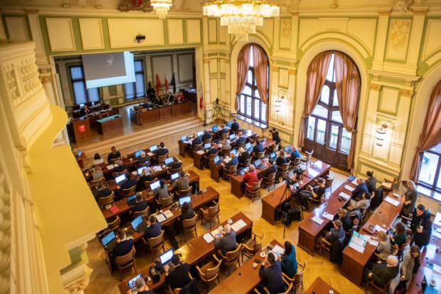 Listopadowa sesja Rady Miasta Gdańska była zdominowana przez temat podwyżek opłat za śmieci