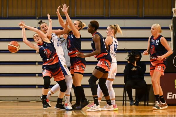 Koszykarki DGT Politechniki radzą sobie lepiej niż w poprzednim sezonie Energa Basket Ligi, ale wciąż są w drugiej połowie tabeli. Z kolei AZS Uniwersytet Gdański wciąż czeka na pierwsze zwycięstwo w ekstraklasie.