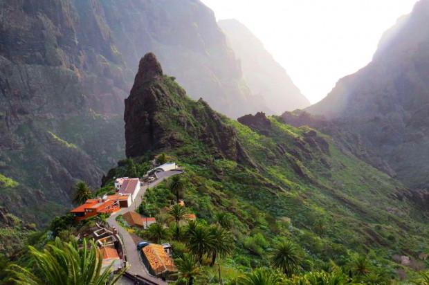 Wyspy Kanaryjskie to idealny kierunek na wakacje przez cały rok.  Na zdjęciu: Teneryfa.