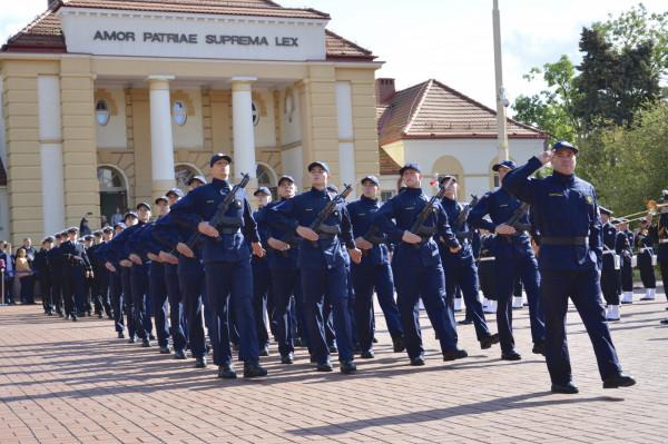 W tym roku 84 studentów wydziałów wojskowych Akademii Marynarki Wojennej w Gdyni złożyło przysięgę.