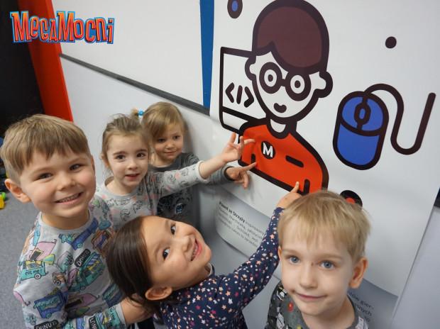 Dzieci z przedszkola na Strzyży. Wzór maluchów - Paweł ze Strzyży - inspirowany jest jednym z najlepszych polskich producentów gier.