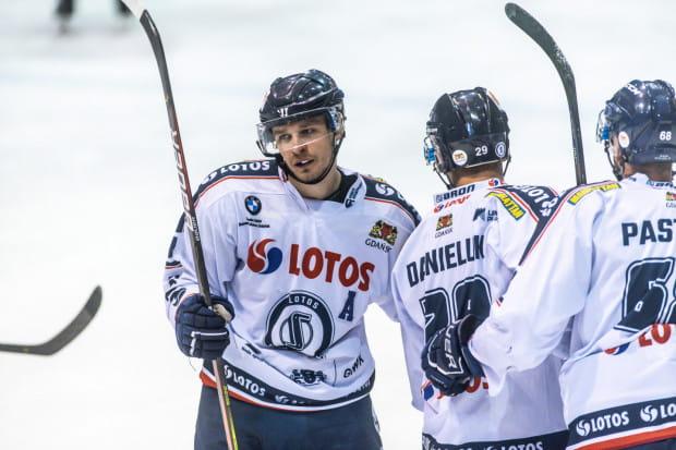 Szymon Marzec i jego koledzy z Lotosu PKH nie przejęli się brakiem pięciu zawodników. W Sosnowcu już po kwadransie prowadzili 3:0.