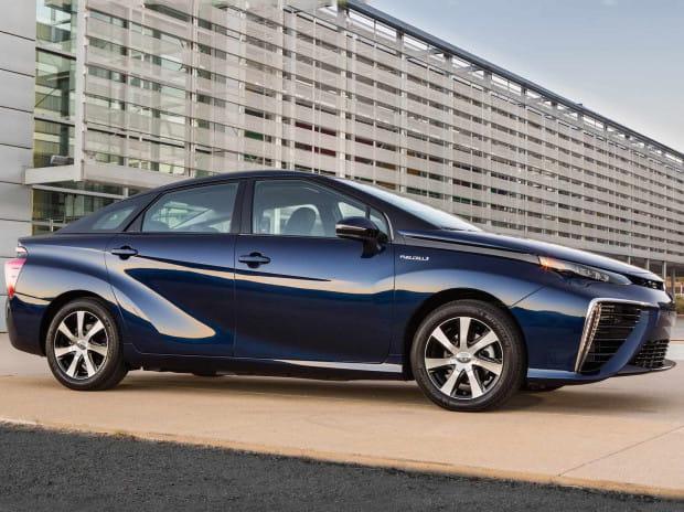 Toyota Mirai - pierwszy tak masowo produkowany samochód na wodór.