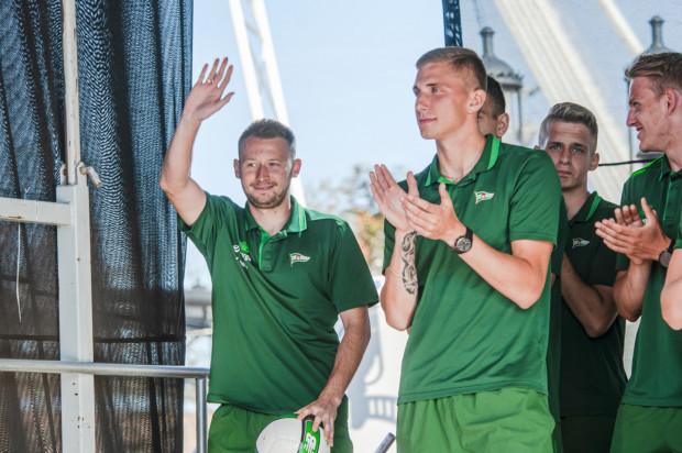 Daniel Mikołajewski (z prawej) przez 3 lata w Lechii Gdańsk nie zagrał żadnego meczu oficjalnego w pierwszej drużynie Lechii Gdańsk. Piotr Stokowiec wyżej ceni m.in. pomocników, z którymi wcześniej pracował w Zagłębiu Lubin jak na przykład Jarosław Kubickiego (z lewej).