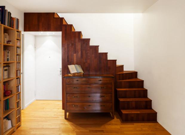 Mieszkania dwupoziomowe umożliwiają podział przestrzeni jak w domu jednorodzinnym, ale bez konieczności przyjmowania na siebie obowiązków właściciela domu.