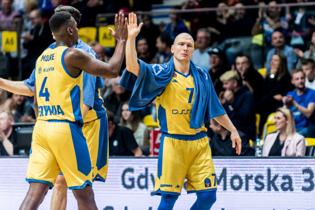 Krzysztof Szubarga (z prawej) w Radomiu popisał się skutecznością. Trafił cztery rzuty za 3 pkt na pięć prób.