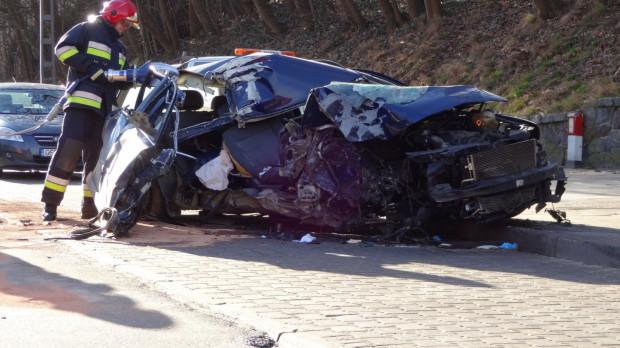 Po wypadku prowadzone przez 31-latka auto było kompletnie zmiażdżone.