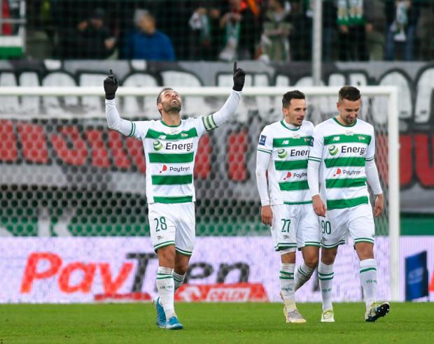 Flavio Paixao (z lewej) może pobić swój rekord sezonu pod względem goli w oficjalnych meczach Lechii Gdańsk. W poprzednich rozgrywkach zaliczył 15 trafień, a teraz ma już 11 bramek.