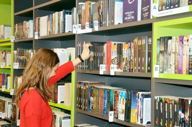 Księgozbiór Biblioteki Gdynia to w ogromnej części nowości - te najbardziej kuszą do przeczytania, również bibliotekarzy.