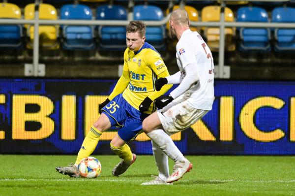 Mateusz Młyński strzelił pierwszego gola, a przy drugim asystował. Natomiast Damian Oko zakończył mecz z czerwoną kartką.