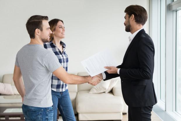 Firmy obsługujące najem odciążają właściciela nieruchomości praktycznie we wszystkich obowiązkach z nim związanych.