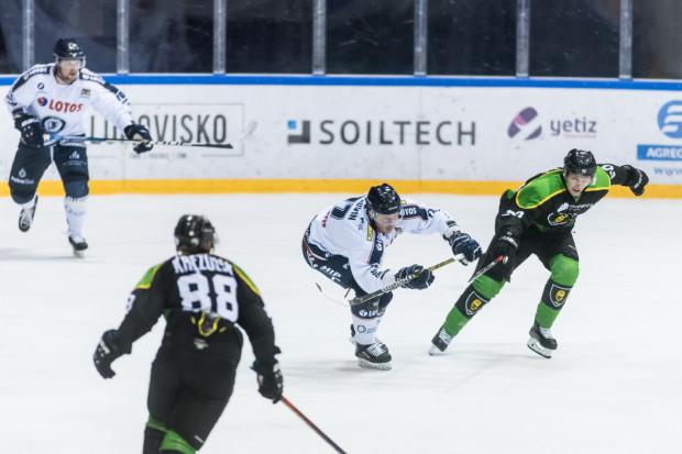 Gdańscy hokeiści po raz trzeci w tym sezonie mierzyli się z GKS Katowice. Trzeci raz padła tylko jedna bramka, która przesądziła o zwycięstwie. Na niespełna dwie minuty przed końcem, zdobył ją Czech Josef Vitek.