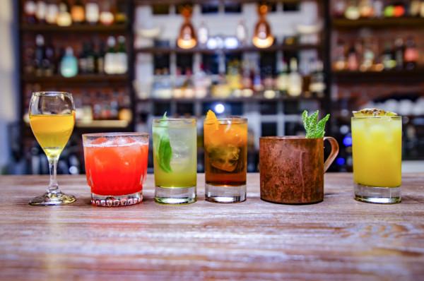 Bary bezalkoholowe nie serwują wyłącznie coli, ale nawet autorskie koktajle do złudzenia przypominające te z alkoholem.