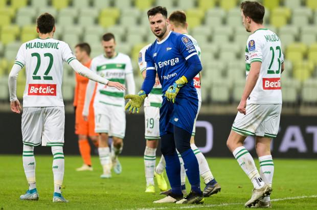 Defensywa Lechii Gdańsk 15 grudnia trzykrotnie została pokonana przez Jagiellonię Białystok, a jeszcze Zlatan Alomerović wygrał dwa pojedynki sam na sam, a raz gości uratował słupek.