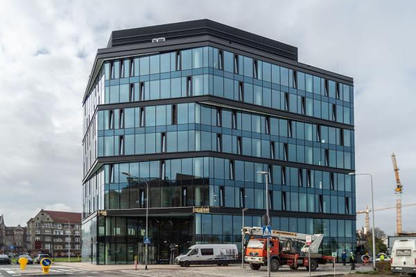 Eternum - pierwszy ukończony biurowiec na terenie Młodego Miasta.