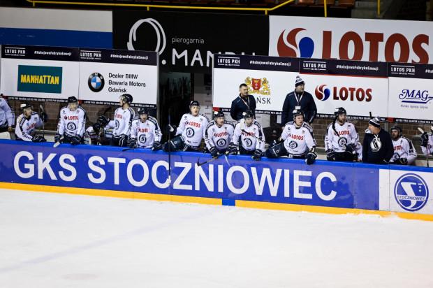 Hokeiści Lotosu PKH Gdańsk do tej pory 9 razy musieli rozgrywać dogrywkę. Pod tym względem są drudzy w lidze. W piątek czeka ich bardzo trudne zadanie, gdyż pojadą na mecz do Jastrzębia-Zdroju.