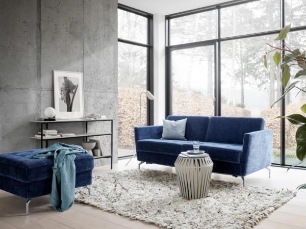 Kolorem roku 2020 został Classic Blue, elegancki odcień niebieskiego.