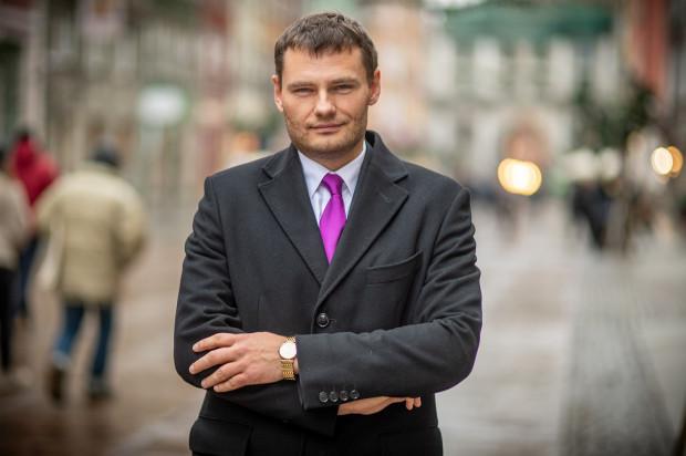 Adwokat dr Adrian Wrocławski, autor monografii poświęconej sprawie seryjnego zabójcy kobiet Pawła Tuchlina.