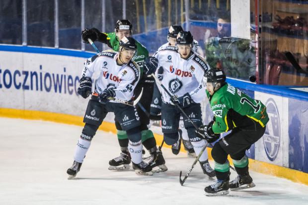 Hokeiści Lotosu PKH Gdańsk w wyjazdowym spotkaniu przegrali z JKH GKS Jastrzębie 0:3. Mecz rozstrzygnął się w trzeciej tercji, kiedy to padły wszystkie trzy bramki.