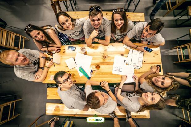 Quizy i planszowe gry zespołowe cieszą się coraz większym zainteresowaniem. Gracze nie tylko spotykają się w lokalnych pubach, ale również walczą w rozgrywkach ogólnopolskich.