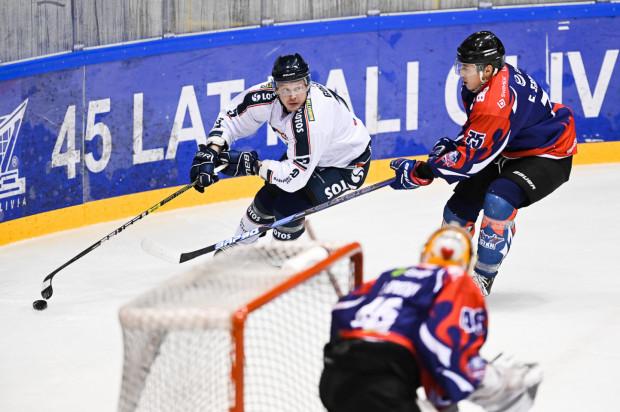 Aleksander Gołowin w derbowym starciu z Energą Toruń zdobył dwie bramki i zapewnił gdańszczanom komplet punktów.