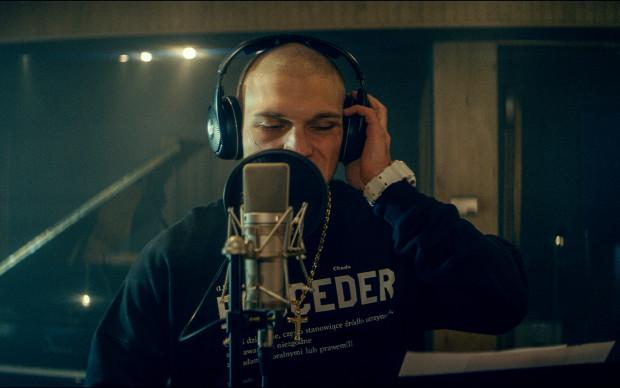 """Opowiadający historię rapera Chady """"Proceder"""" był jedną z większych pozytywnych niespodzianek tego roku w polskim kinie. Świadczy o tym również ogromne zainteresowanie widzów tytułem braci Węgrzyn."""