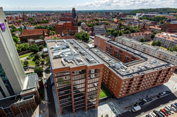 Latem 2019 roku pierwsi najemcy wprowadzili się do biurowca Heweliusza 18 w centrum Gdańska.