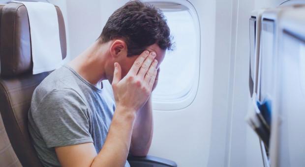 Pijany współpasażer potrafi uprzykrzyć najprzyjemniejszą podróż. Tym gorzej, jeżeli trafimy na niego w samolocie.