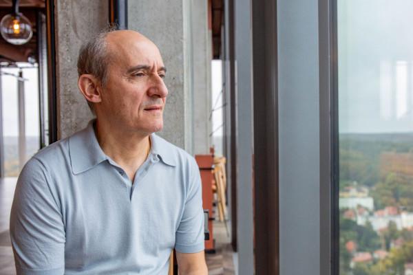 """Hiszpański """"gwiazdkowy"""" szef kuchni i restaurator Paco Pérez otworzył restaurację Arco w Gdańsku."""