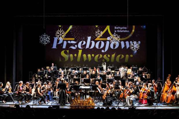 """Tegoroczny Koncert Sylwestrowy Opery Bałtyckiej przebiega pod hasłem """"Przebojowy sylwester 2020"""" i jest godny tej nazwy. Publiczność otrzymuje moc muzycznych atrakcji w bardzo zróżnicowanym repertuarze."""