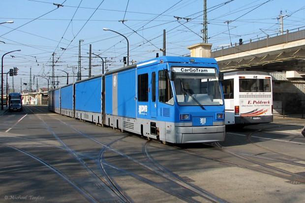 Tramwaj towarowy kursujący po ulicach Drezna.