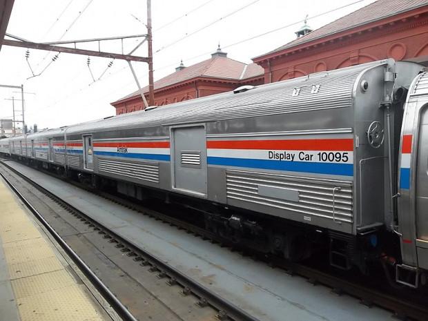 Wagon bagażowy w pociągu amerykańskiego przewoźnika Amtrak. Można nim przewieźć przesyłki o wadze do 230 kg.
