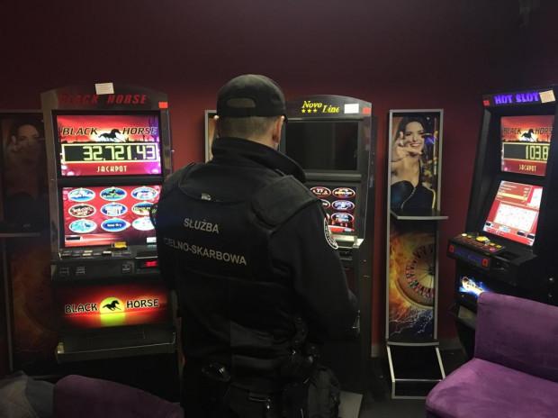 Funkcjonariusze przejęli w tym roku w samym Trójmieście prawie 1,4 tys. nielegalnych maszyn do hazardu.