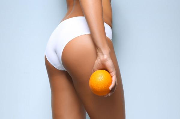Jeżeli marzysz o gładkiej i jędrnej skórze, którą chcesz pokazywać latem na plaży, już teraz powinnaś rozpocząć walkę z pomarańczową skórką.