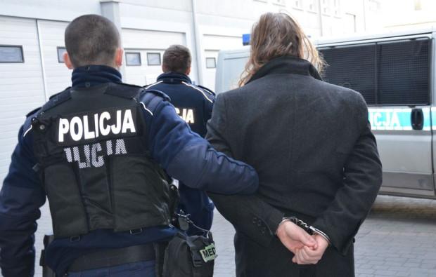 28-letni obywatel Szwecji zatrzymany za zdemolowanie taksówki.