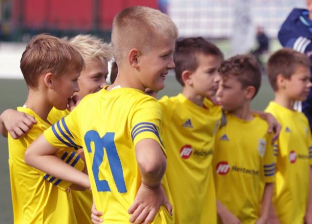 Około 350 młodych piłkarzy jest obecnie szkolonych w SI Arka.