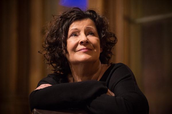 """Dorota Kolak przeczyta """"Testamenty"""" Margaret Atwood w ramach cyklu """"Ocean opowieści""""."""