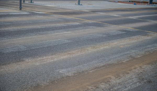 Kierowcy i mieszkańcy okolicy ul. Warszawskiej sygnalizowali, że znaki poziome są wytarte.