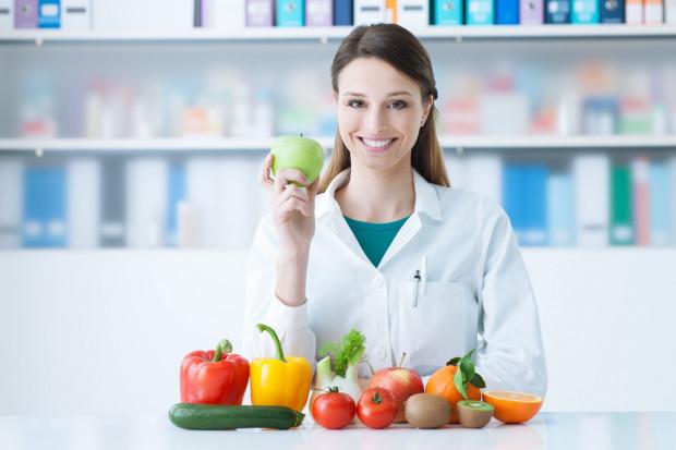 Korzystanie z usług dietetyka jest popularne ze względu na wzrost świadomości wpływu właściwego odżywiania na samopoczucie oraz przez choroby wynikające z tempa życia i niezdrowego odżywiania.
