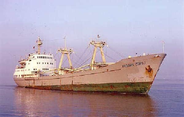 """Lata 80. przyniosły polskiej flocie handlowej dwie tragedie. 20 stycznia 1983 roku zatonął statek """"Kudowa Zdrój""""..."""