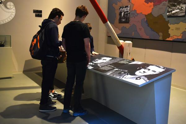 Część elementów scenografii w Muzeum II Wojny Światowej została zniszczona przez nieuwagę lub celowe działanie zwiedzających.