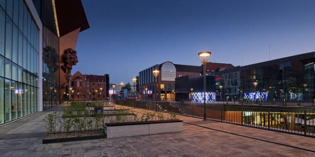 Czy gdańszczanom odpowiada Forum Gdańsk złożone z kilku obiektów, z których każdy ma inną stylistykę? - pyta Igor Strzok tłumacząc, że dialog z inwestorami to jedyny sposób na unikanie architektonicznej bylejakości i chaosu.