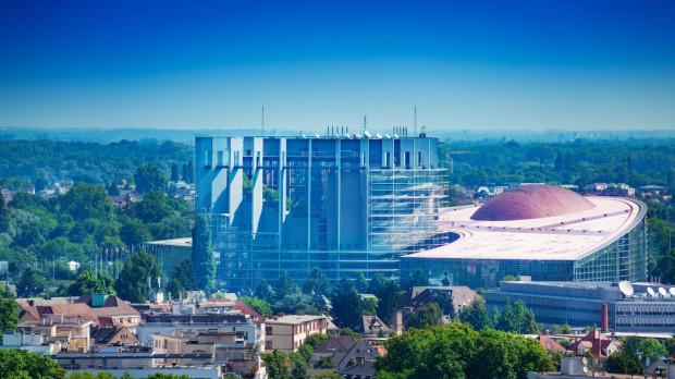 Budynek Parlamentu Europejskiego w Strasburgu. Igor Strzok był jednym z architektów, którzy go projektowali.