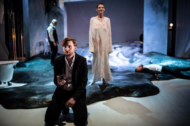 Najciekawszy na scenie jest Piotr Biedroń, którego Kordian to zrozpaczony ideowiec.