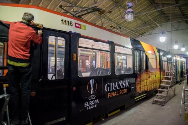 Całopojazdowe reklamy zamieszczane są na tramwajach N8C.