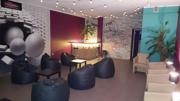 Puby i kluby coraz częściej ustępują miejsca lokalom na wynajem, tzw. domkom imprezowym.