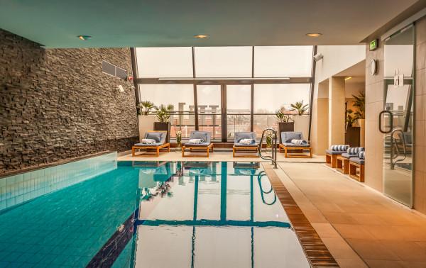 W Trójmieście znajdziemy wiele luksusowych hoteli z nowoczesnymi basenami.