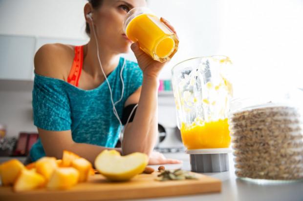Najlepsze efekty przynosi połączenie zdrowej diety z aktywnością fizyczną.