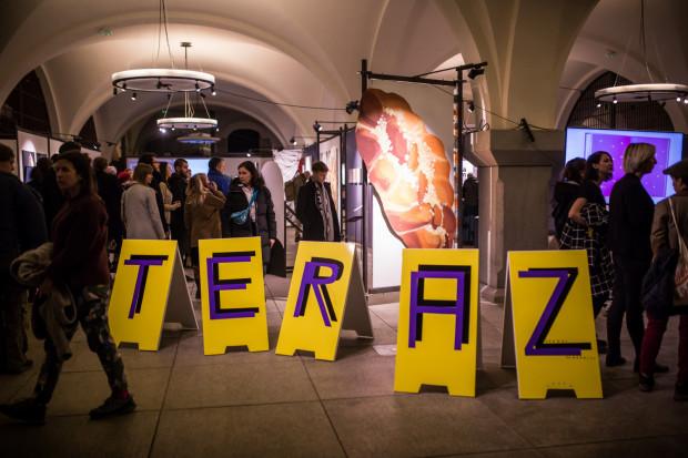 Warto zajrzeć na wystawę dyplomową do Zbrojowni, aby obejrzeć dzieła najmłodszej polskiej sztuki w lokalnym wydaniu.