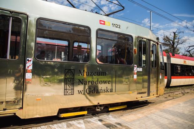 Złoty tramwaj, który jeździ po Gdańsku promuje Sąd Ostateczny Hansa Memlinga.